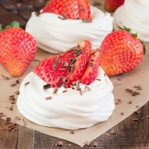 Mini-Strawberry-Pavlovas-6