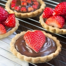 Strawberry-and-Champagne-Truffle-Tart-11