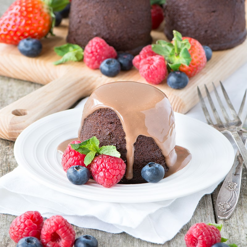 How to made delicious, homemade chocolate custard. Perfect for pouring over a warm chocolate pudding - yum!