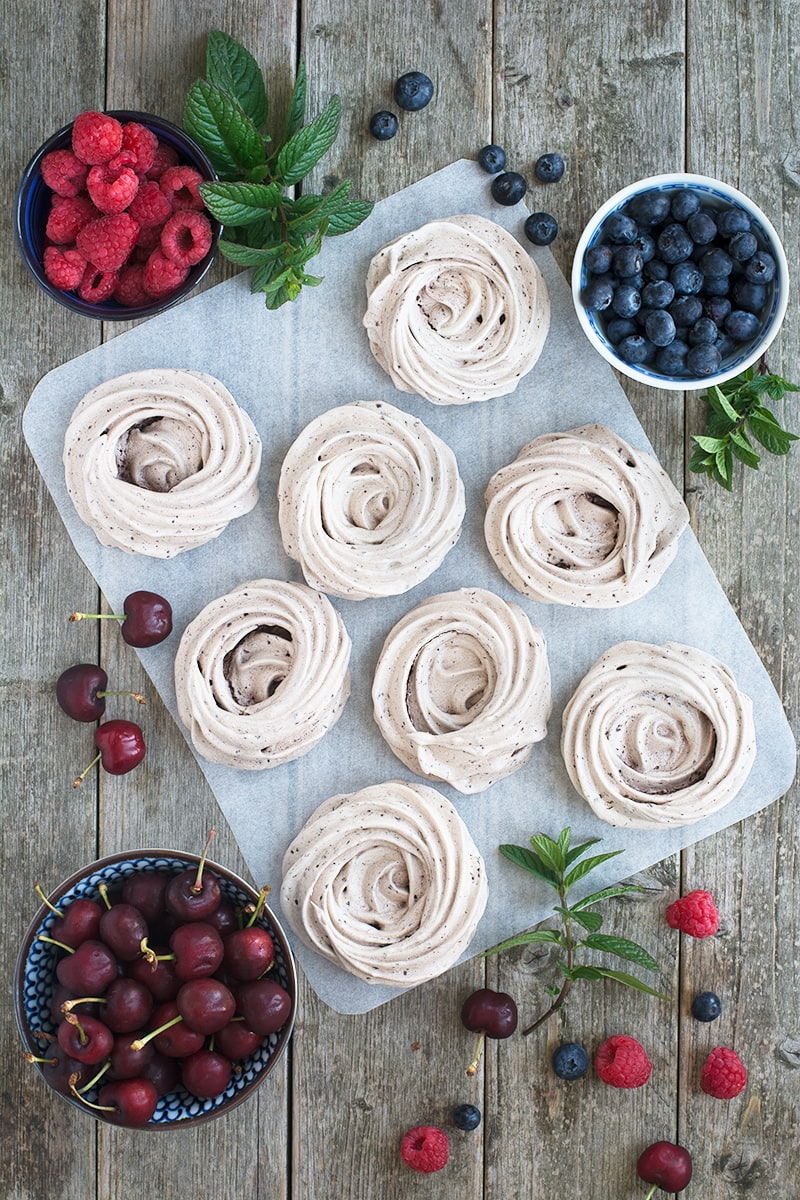 Take your meringues to another level by adding chocolate! These easy to make chocolate meringue nests are crispy on the outside, chewy in the middle and very chocolatey.