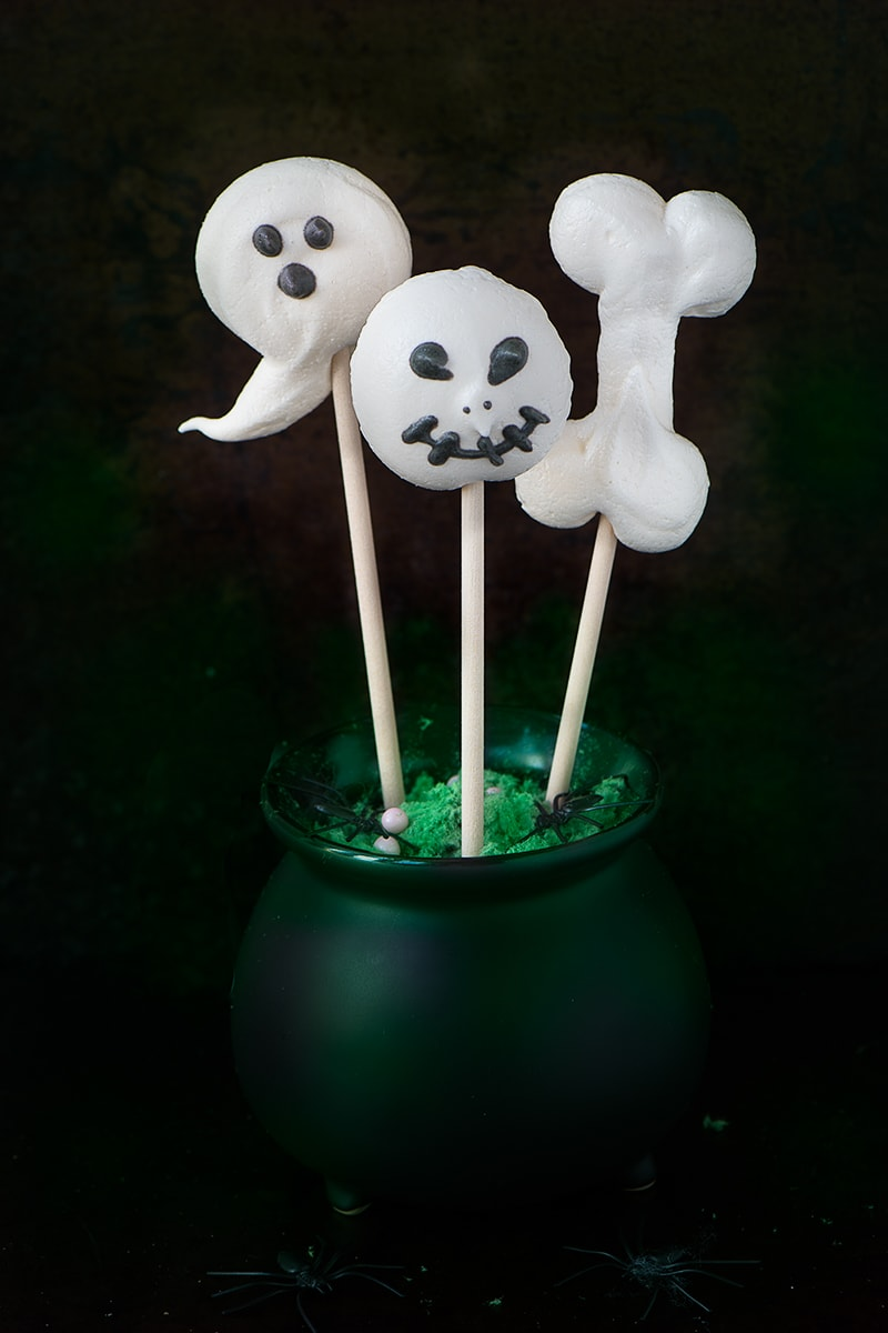 Add a Spooky twist to classic meringues with these Halloween Meringue Pops.