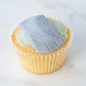 The fondant path added to the top off the cupcake.
