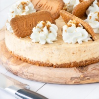 A biscoff cheesecake in a wooden board.