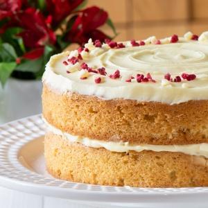 White chocolate cake on a cake stand.