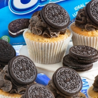 Oreo cupcakes on a cake stand