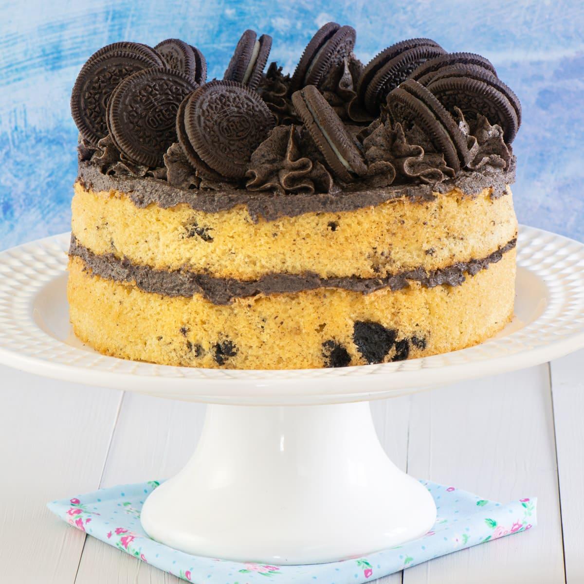 Oreo cake on a cake stand..